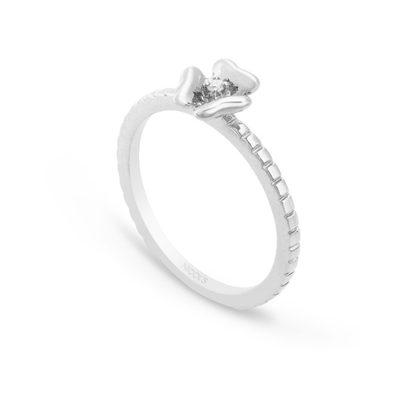 b11a080a29e5 Anillo de Diamantes Flor MIX   MATCH NICOL´S. Anillo en forma de flor de tres  pétalos