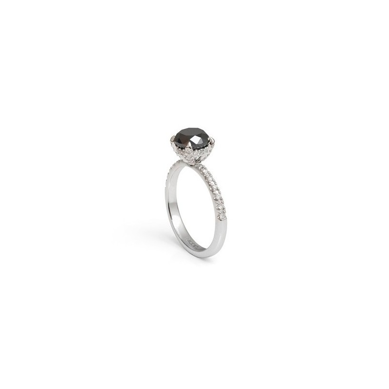 a8e8c2840b08 Anillo de Diamante Negro BLACK POWER NICOL´S. Sortija com piedra central en  garras