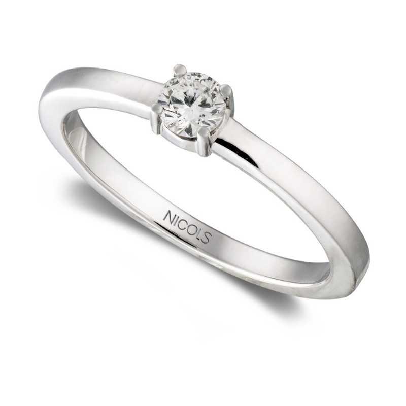 e8c90fcb346e Este anillo de compromiso GRACE NICOLS es el regalo perfecto para una  pedida de mano ideal